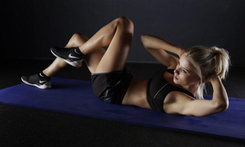 4 motiverende tips om in coronatijden thuis te sporten